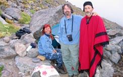 Con mi  esposo, Carlos y el astrólogo español Tito Maciá, subiendo el cerro Aconquija en Tucumán Argentina, a 3.800 mts de altura, en busca de la Ciudacita un antiguo observatorio Inca.