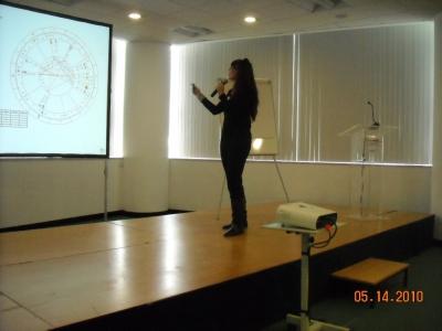 En el Congreso de Estoril 2010 exponiendo el trabajo sobre la duración de la vida del nativo